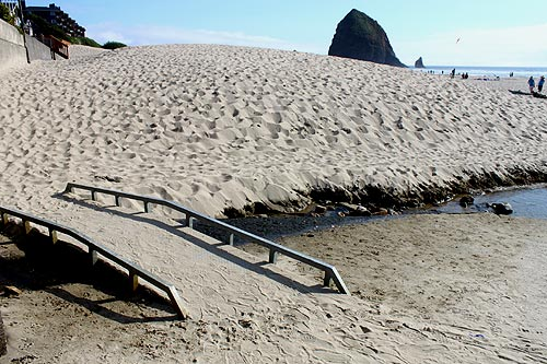 Oregon Coast's Weird Singing Sands: Cannon Beach and Elsewhere, Video