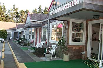 Front Of The San Dune Inn On North Oregon Coast