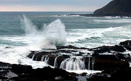 Heavy storm waves near Yachats