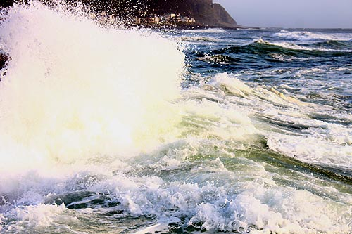 Update: Huge Waves, Foam on Oregon Coast: No Evidence of Missing People