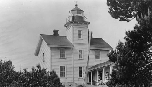 Oregon Coast History: Newport's Yaquina Bay Lighthouse and Trying Times